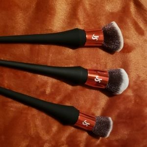 New Jessica Simpson makeup brushes both set